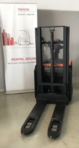 Stoccatore a timone elettrico TOYOT BT SWE 200D, usato